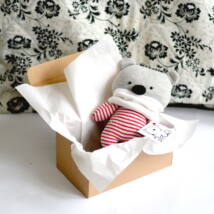 Kicsi medve dobozban - piros